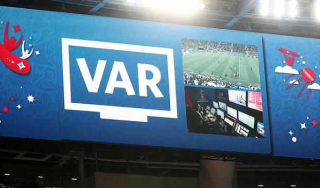 Công nghệ VAR đang gây nhiều tranh cãi tại World Cup 2018